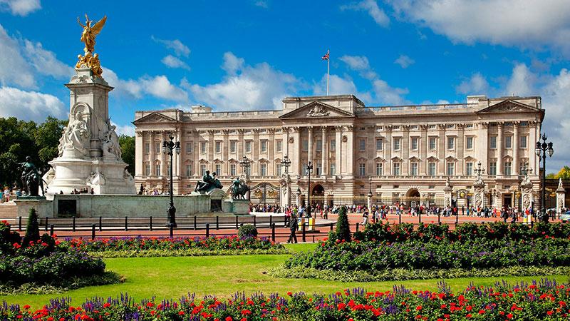 Buckingham-Palace-1--a