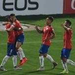 Los chilenos celebran el primer gol