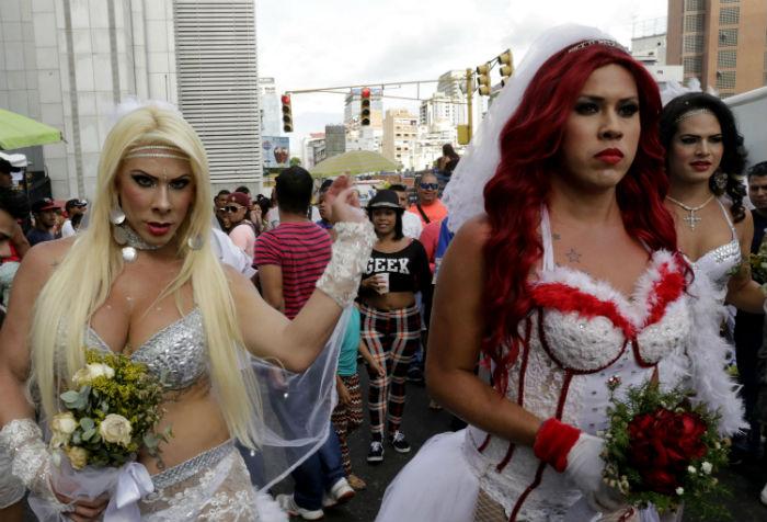 Matrimonio In Venezuela : Desfile del orgullo gay pide matrimonio homosexual en
