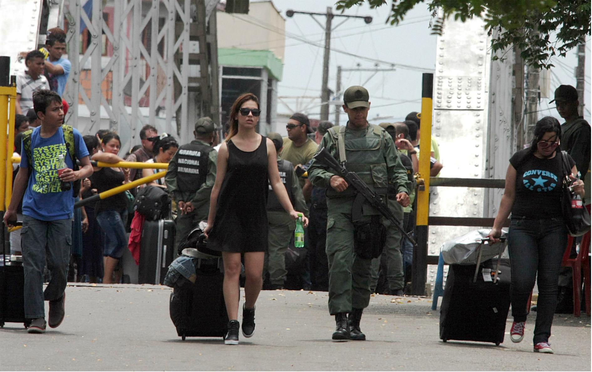 Paso fronterizo entre Colombia y Venezuela por el estado Táchira