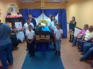 Niños de la Escuela Gladys Vera rindieron honores