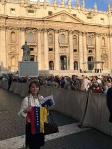 Mitzy  en el vaticano
