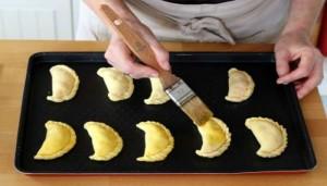 empanadas mezclan con huevo