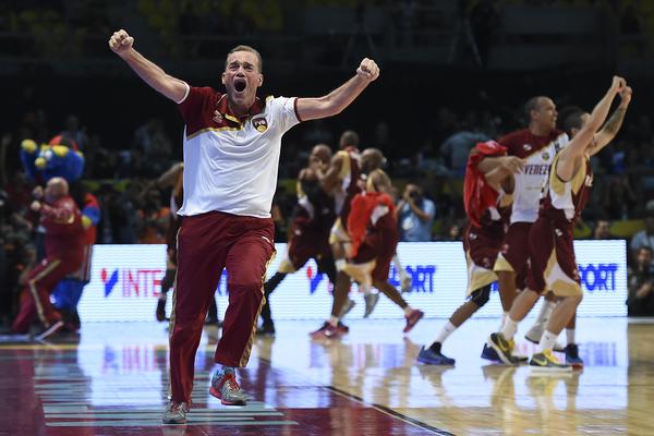 Una aguerrida Venezuela sorprendió al vencer 79-78 a Canadá y sus nueve NBA este viernes en partido semifinal y se hizo del primer boleto para el básquet de los Juegos Olímpicos Río-2016 que otorga el torneo Fiba Américas, y mandó a los norteamericanos al preolímpico mundial del próximo año. (11 de septiembre 2015)