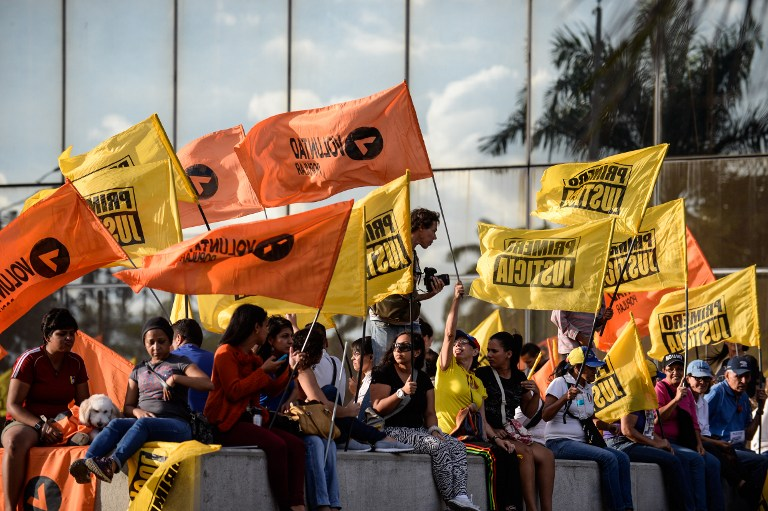 Supporters of the opposition Movement of Democratic Unity (MUD) party attend the campaign closing rally on December 3, 2015 in Caracas, Venezuela. Polls suggest the coalition that includes opposition leader Henrique Capriles' party could win a majority in the National Assembly for the first time since late socialist leader Hugo Chavez took power in 1999. AFP PHOTO/FEDERICO PARRA / AFP / FEDERICO PARRA